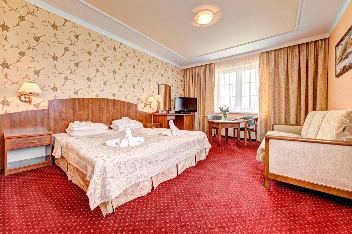 Zdjęcie przedstawia łóżko małżeńskie | pensjonat Karkonoski*** SPA. Karkonosze