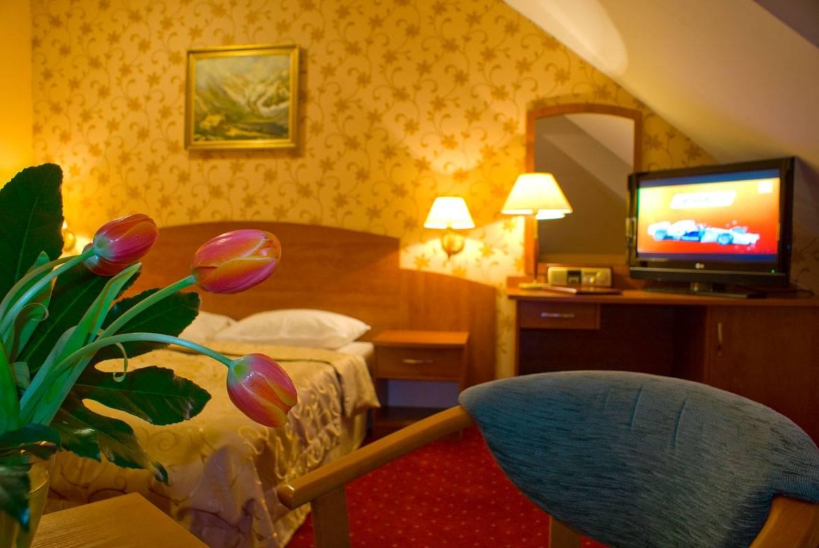 Na fotografii widzimy pokój w pensjonacie Karkonoski*** SPA (ul. Karkonoska 20a, 58-540 Karpacz, woj. dolnośląskie)