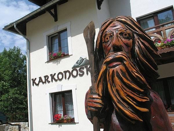Zdjęcie pokazujące zewnętrzny wygląd pensjonatu Karkonoski*** SPA. Karpacz. Karkonosze