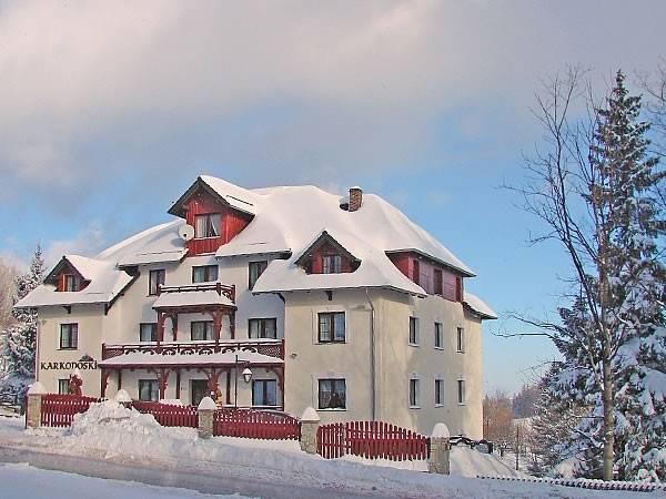 Biało wokół pensjonatu Karkonoski*** SPA - Karpacz zimową porą.