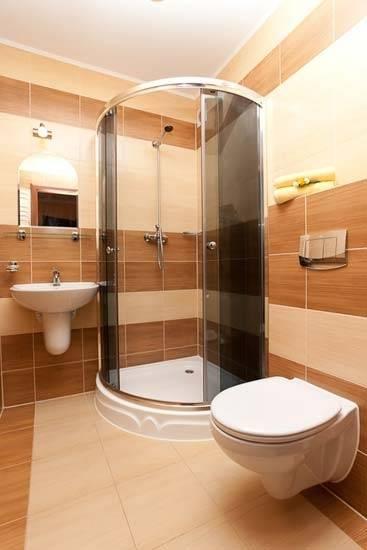 Po całym dniu pełnym atrakcji w Pobierowie można odświeżyć się w takiej oto łazience w pensjonacie VEGA