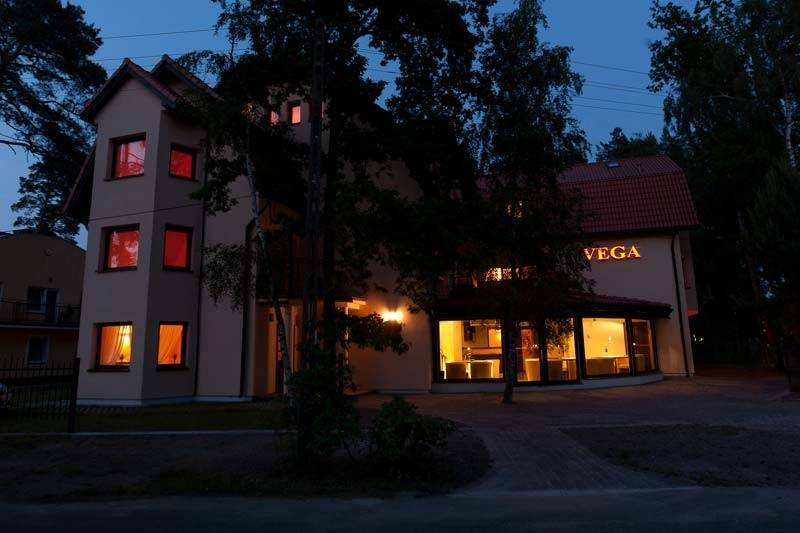 Pobierowo nocą prezentuje się niesamowicie, w czym pewien skromny udział ma pensjonat VEGA.