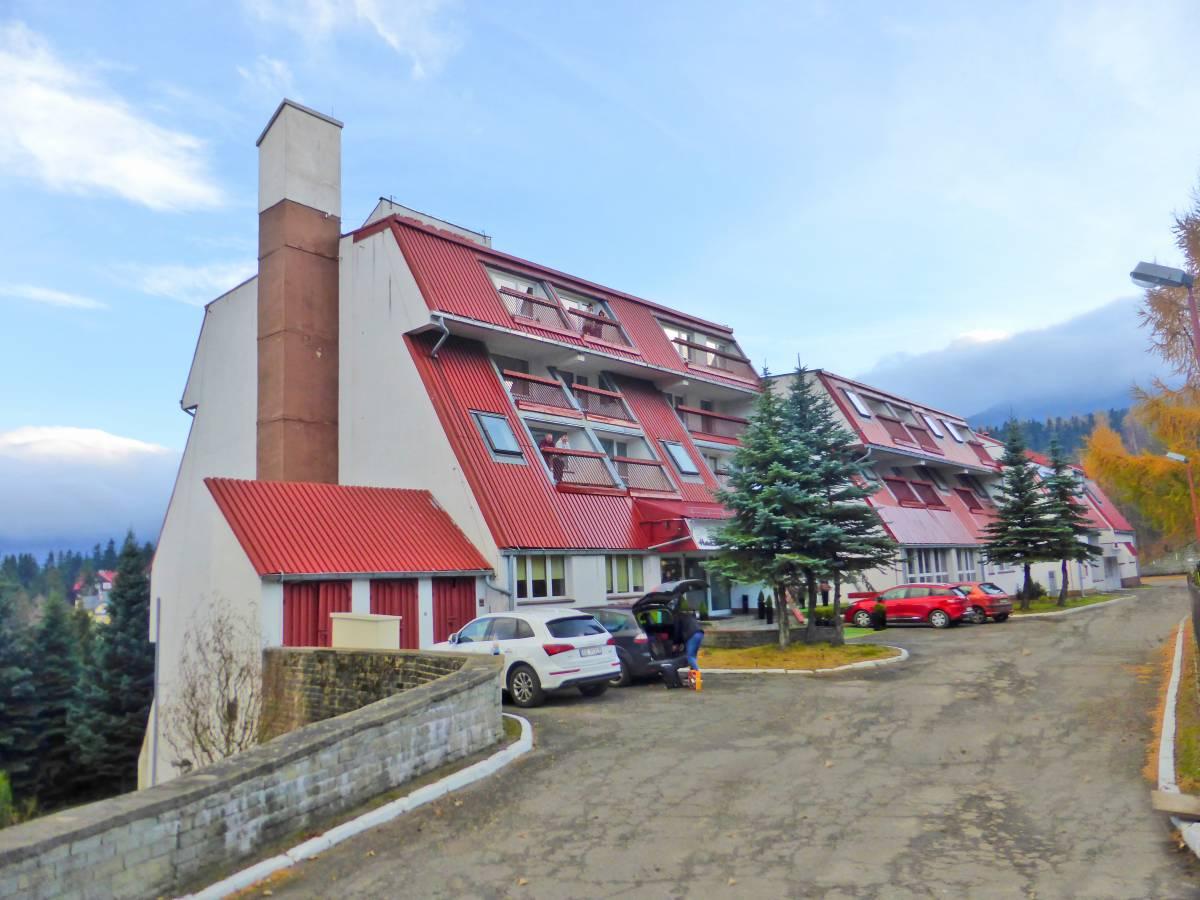Tak prezentuje się hotel HOTEL KAROLINKA (Karpacz) - obiekt widziany od zewnątrz. Karkonosze