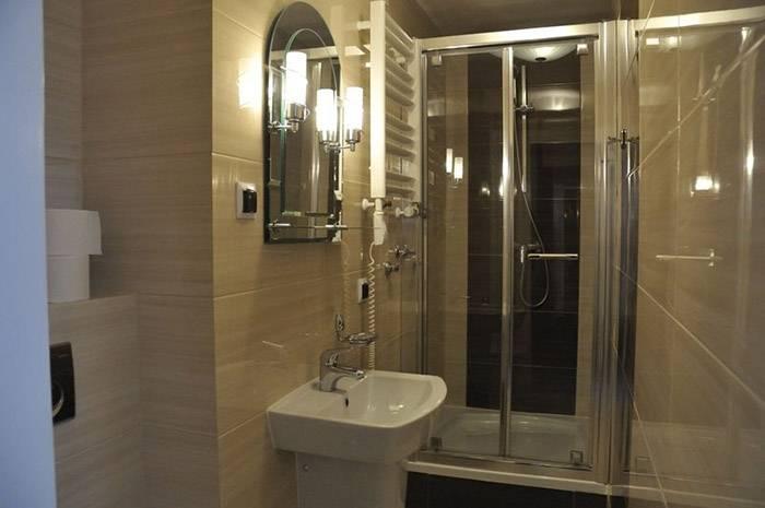 Przykładowa łazienka w hotelu HOTEL KAROLINKA (w górach, woj. dolnośląskie)