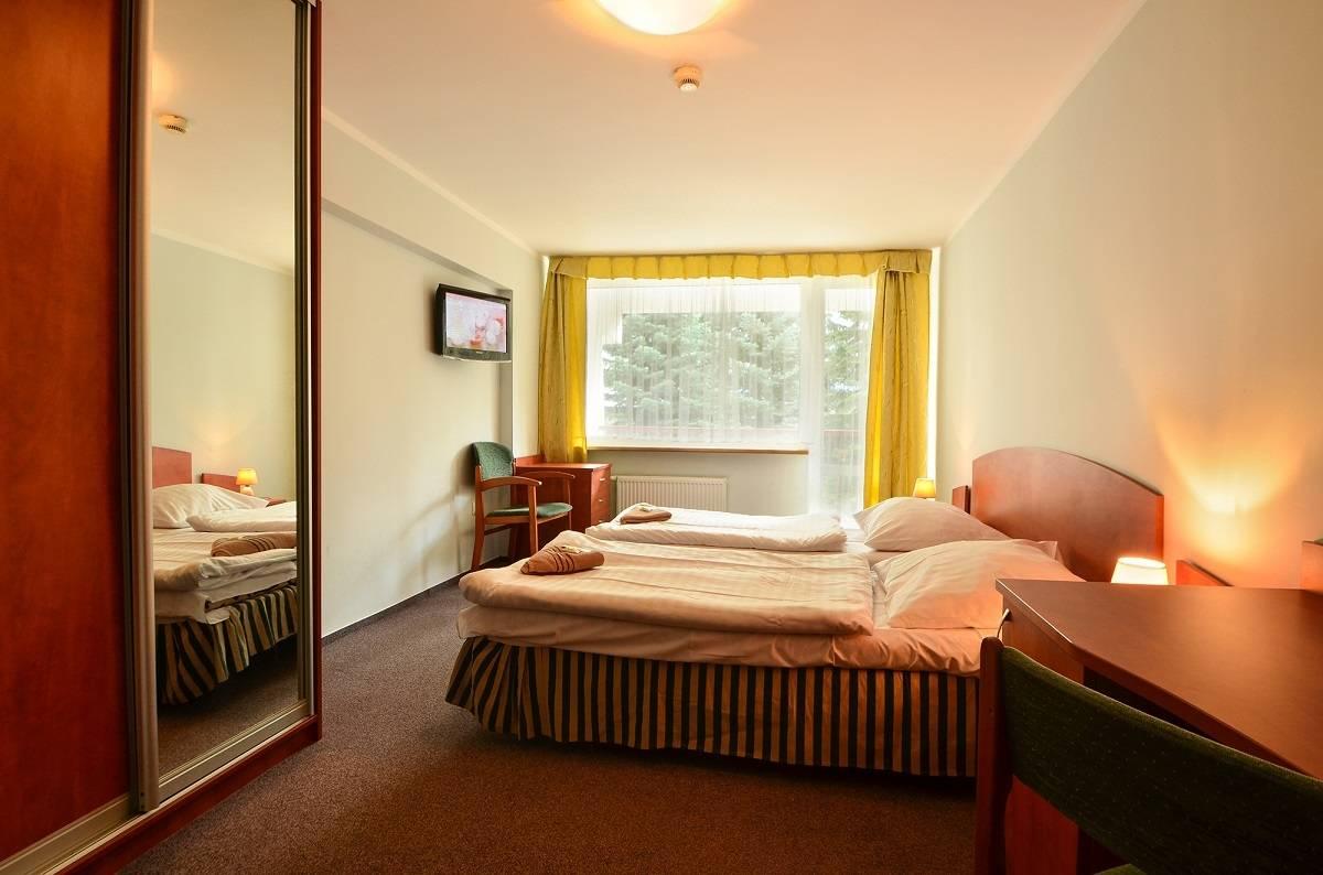 Na zdjęciu spanie małżeńskie   hotel HOTEL KAROLINKA. Karkonosze