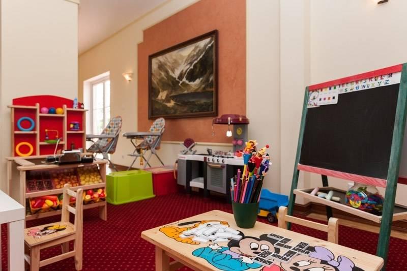 W resorcie Bałtyk w Rewalu wydzielono pokój zabaw specjalnie dla dzieci. Adres obiektu to ul. Saperska 21.