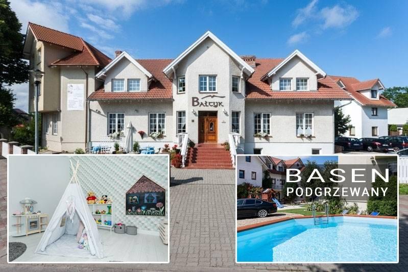 Rzut oka na to, jak resort Bałtyk Resort w Rewalu (ul. Saperska 21) prezentuje się od zewnątrz.