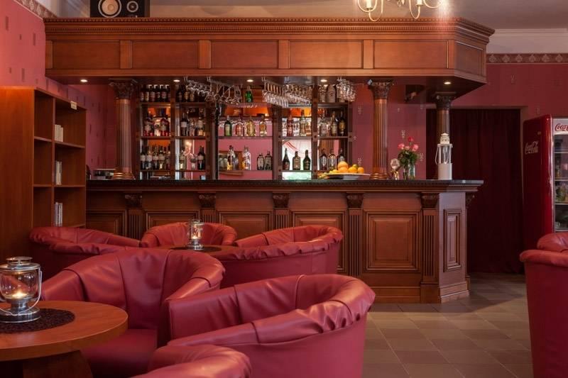 Poglądowe zdjęcie prezentujące drink bar, jaki mają do dyspozycji odpoczywający w Rewalu goście resortu Bałtyk.