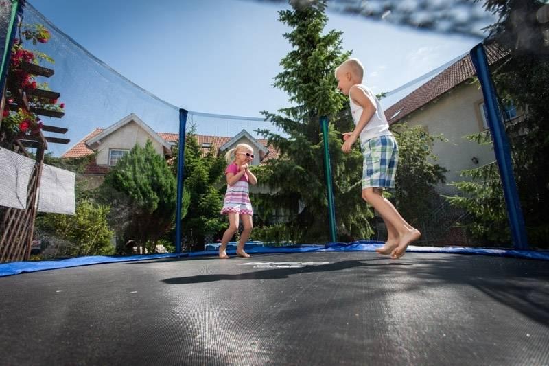 Resort z własnym, wydzielonym placem zabaw dla dzieci. Bałtyk z Rewala (region Pomorze Zachodnie).