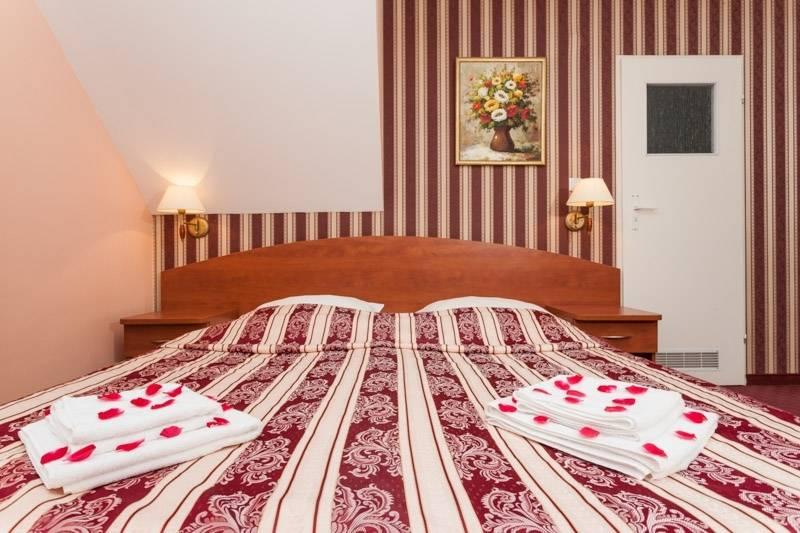Na zdjęciu łóżko małżeńskie | resort Bałtyk. Pomorze Zachodnie