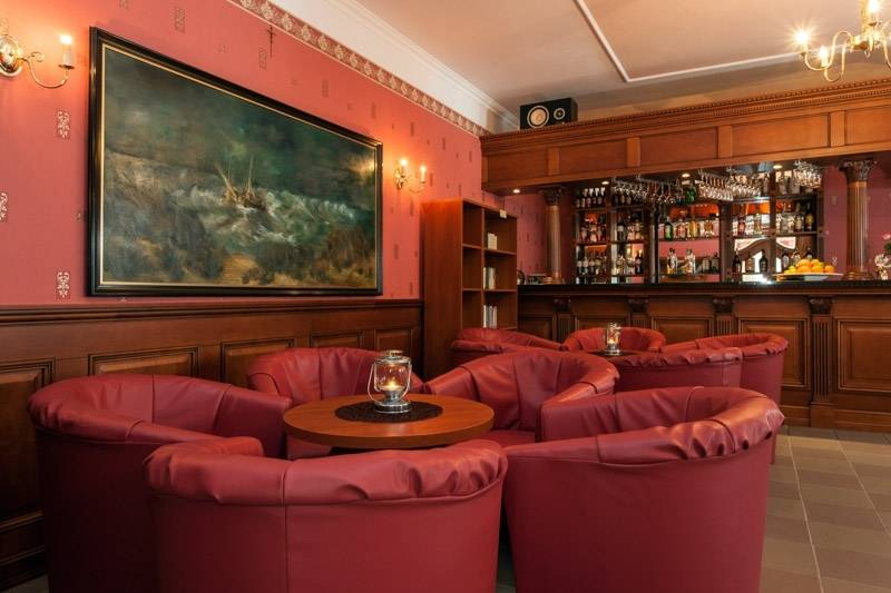 Nastrojowy drink bar to jeden z argumentów, aby wybrać resort Bałtyk. Obiekt z Rewala (ul. Saperska 21).