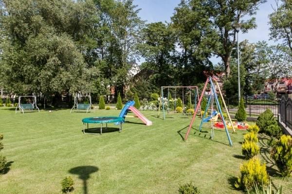 W pokoju Pensjonat BUMERANG dzieci mogą wyszaleć się na placu zabaw, znajdującym się na terenie obiektu w Rewalu.