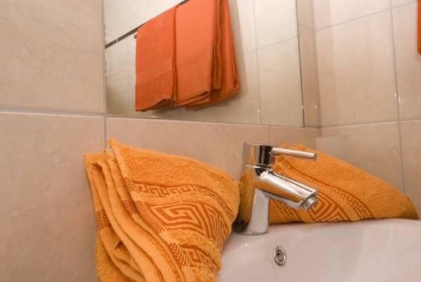 Przykładowa łazienka w pokoju EUROBAŁTYK Pensjonat i Domki (nad morzem, woj. zachodniopomorskie)