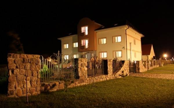 Nastrojowa noc z pokojem Pensjonat EUROBAŁTYK, Rewalem i Pomorzem Zachodnim w rolach głównych.