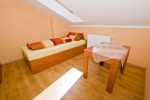 Zdjęcie przedstawia pokój w pokoju Pensjonat EUROBAŁTYK w Rewalu (woj. zachodniopomorskie)