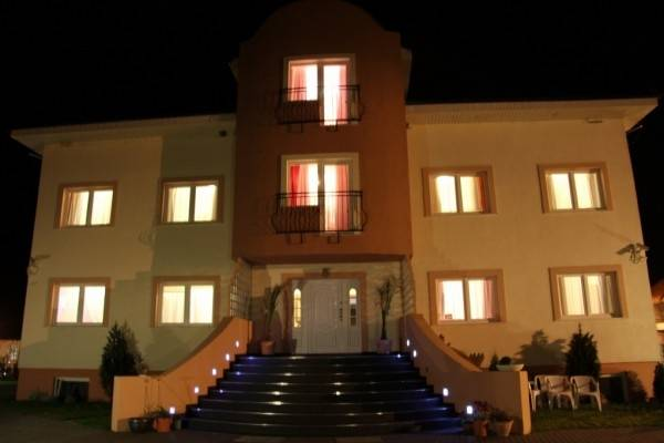 Tak oto wyglądają noce w pokoju Pensjonat EUROBAŁTYK i najbliższych okolicach obiektu z Rewala (ul. Białej Mewy 6).