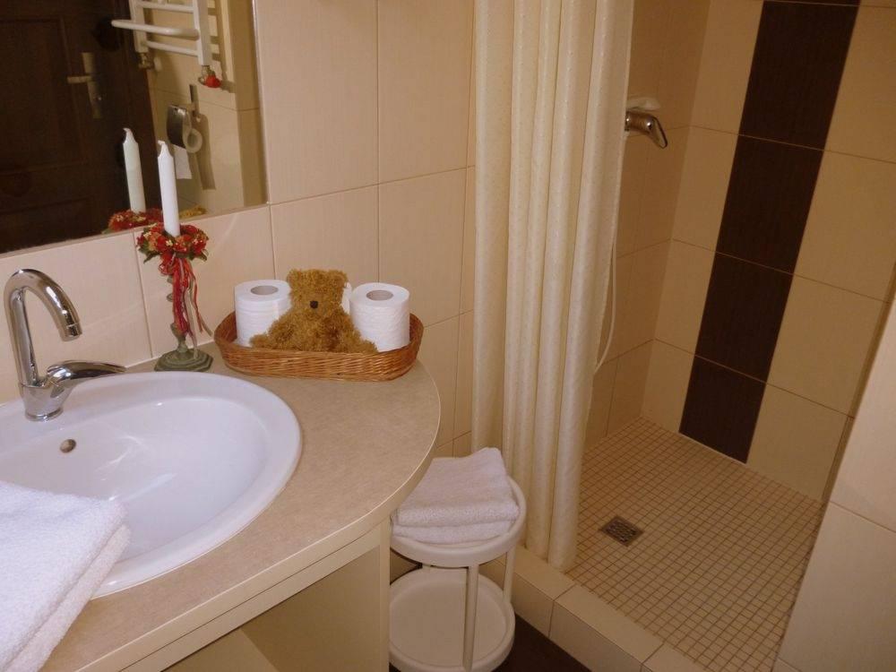 Tak prezentuje się łazienka w domu gościnnym Dom Gościnny H2O (ul. Warszawska 12, 72-346 Pobierowo)
