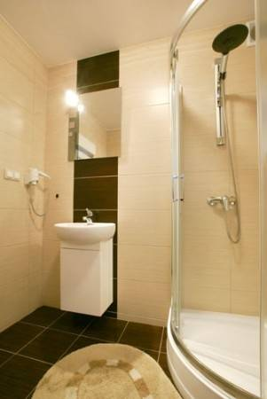 Apartament Apartamenty POD MUZAMI nad morzem posiada tak wyposażone łazienki
