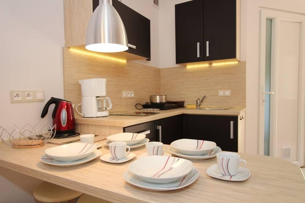 Piekielna kuchnia dla domorosłych master chefów, czyli aneks kuchenny apartamentu Apartamenty POD MUZAMI w Rewalu (ul. Piastowska 14).