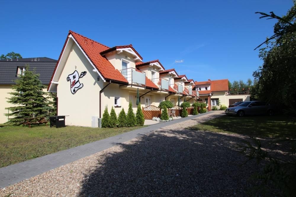 Zachęcająca prezencja apartamentu Apartamenty POD MUZAMI w Rewalu na zdjęciu obiektu pod adresem ul. Piastowska 14.