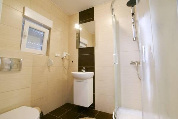 Widok na łazienkę w apartamencie Apartamenty POD MUZAMI w Rewalu nad morzem