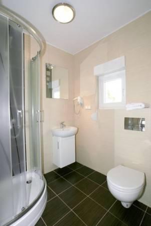 Tak prezentuje się łazienka w apartamencie Apartamenty POD MUZAMI (ul. Piastowska 14, 72-344 Rewal)