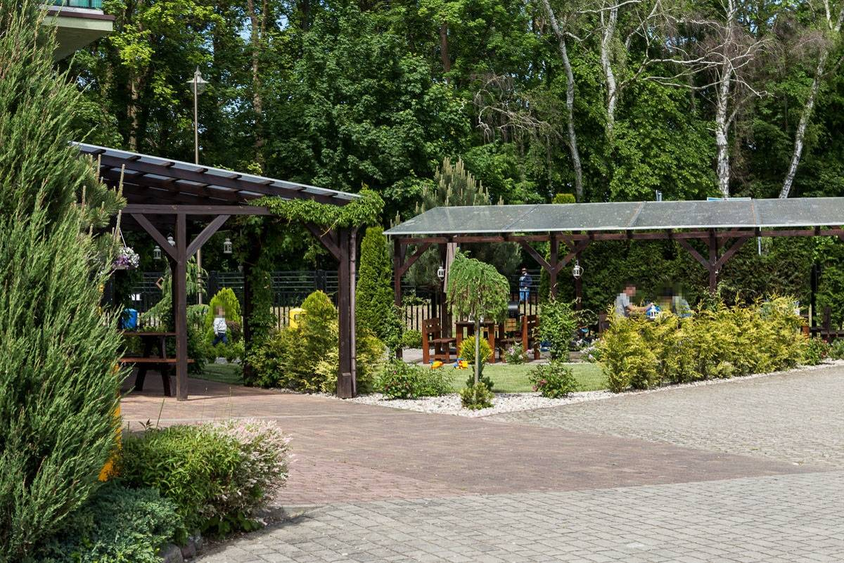 Przedstawiamy uwieczniony na fotce ogród przy ośrodku wypoczynkowym Domki i Pokoje BOSMAN w Rewalu