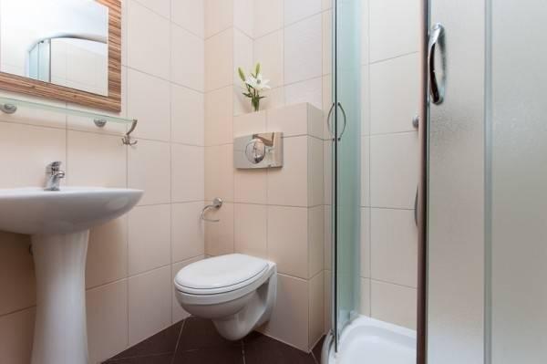 Przykładowa łazienka w ośrodku wypoczynkowym Domki i Pokoje BOSMAN (nad morzem, woj. zachodniopomorskie)