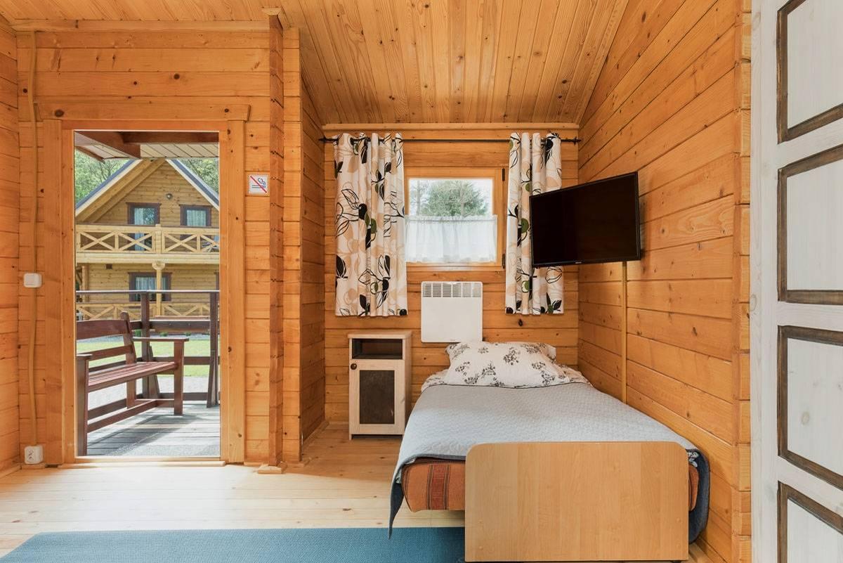 Na zdjęciu łoże w pokoju - Domki i Pokoje BOSMAN | Rewal (wypoczywaj nad morzem)
