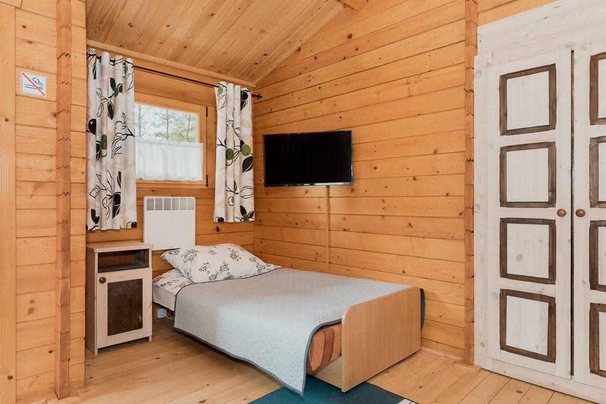 Łoże w pokoju - ośrodek wypoczynkowy Domki i Pokoje BOSMAN