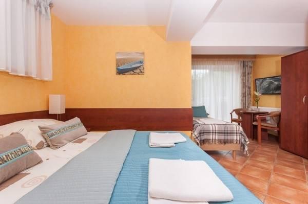 Ośrodek Wypoczynkowy Domki i Pokoje BOSMAN w Rewalu - zdjęcie łoża małżeńskiego