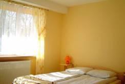 Pokój - łóżko małżeńskie