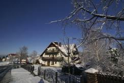 Pensjonat w zimowej scenerii - Pensjonat L&B *** z Karpacza.