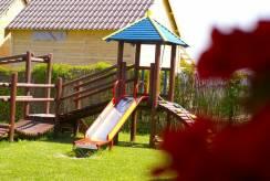 Domek Letniskowy Domki i Pokoje REKIN - plac zabaw w Rewalu.