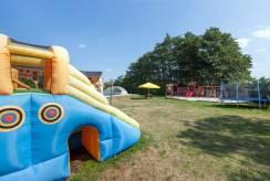 Dzięki placowi zabaw pokoju PERŁA BAŁTYKU dzieci powinny być bardziej zadowolone z Pustkowa.