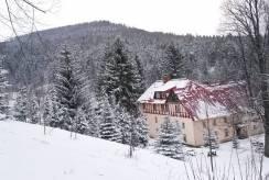 Zima w Miłkowie i nad ośrodkiem wypoczynkowym Ośrodek ANNA w Miłkowie (ul.  205).