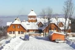 Hotel CONCORDIA *** na zdjęciu hotelu zimą   Karpacz.