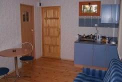Foto przedstawiające aneks kuchenny w domku letniskowym Domki - Blisko morza.