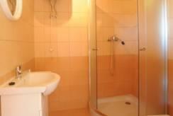 Wnętrze łazienki (domek letniskowy Domki SAWINDA, Rewal)