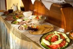 Pyszny szwedzki stół z hotelu Pensjonat FORTUNA z Świeradowa-Zdroju.