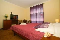 willa Villa Molo - łóżko małżeńskie w pokoju