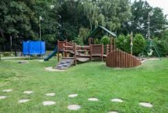 Plac zabaw, jaki posiada ośrodek wypoczynkowy Domki i Pokoje BOSMAN.
