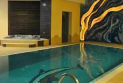 W hotelu Hotel DZIKI POTOK ***  Konferencje & SPA. Zdjęcie w pobliżu basenu.