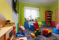 Pensjonatowi PENSJONAT ŚNIEŻKA SPA*** z Karpacza nie brakuje pokoju zabaw dla dzieci.