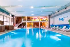 Na basenie apartamentu BALTIC CLIFF Apartments Spa&Wellness. Foto z Niechorza.