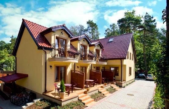 Dom Gościnny Villa MORENA z zewnątrz (Pobierowo, ul. Piastowska 34a).